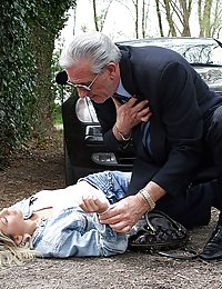 Older senior fucking a teenage blonde after a car crash